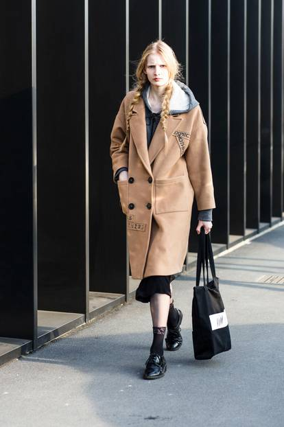 Mantel in Camel als Streetstyle
