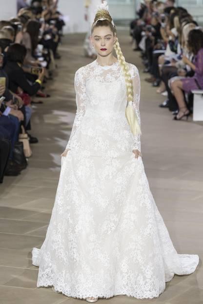 Langes Hochzeitskleid