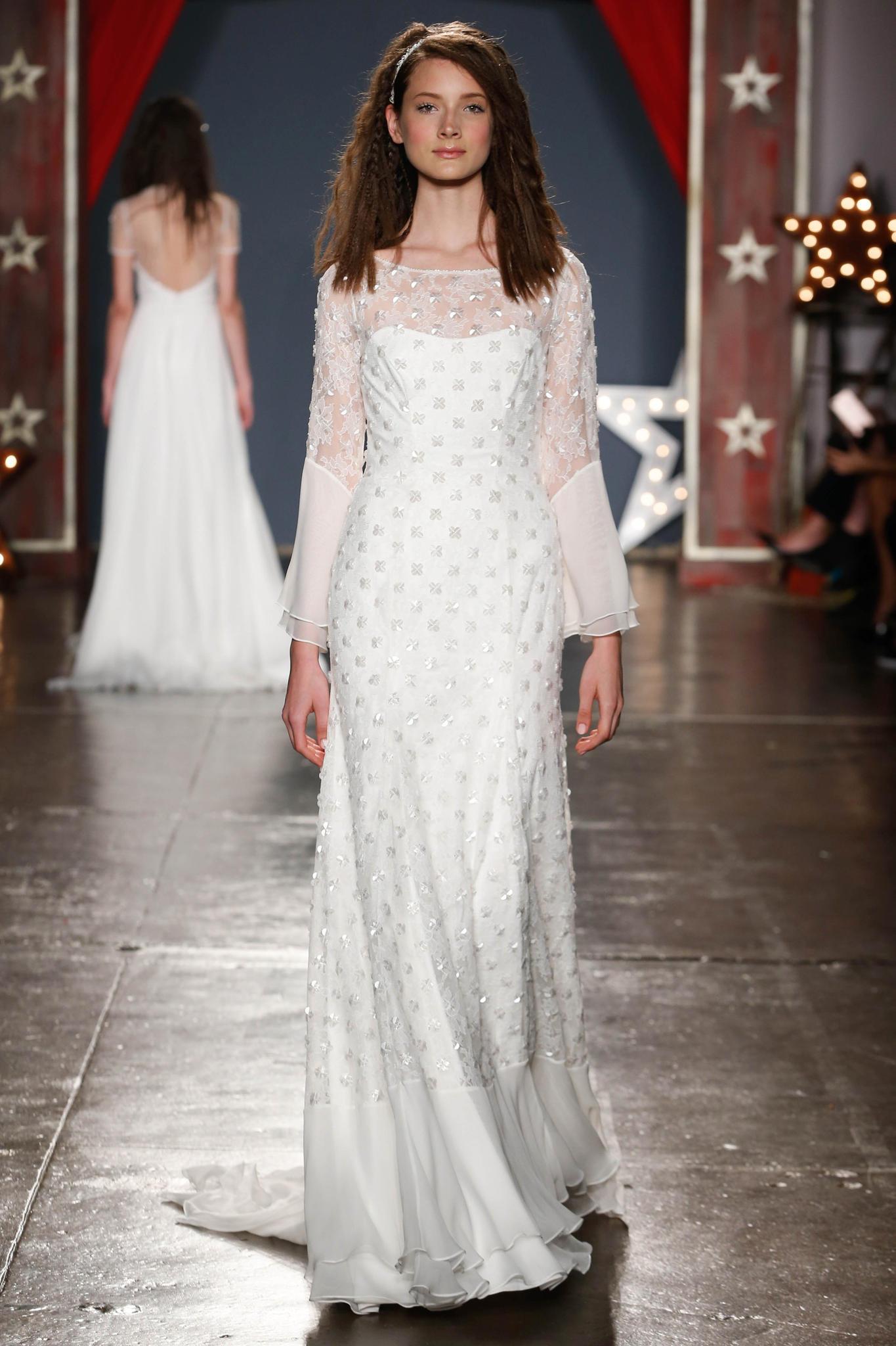 Hochzeitskleid mit langen Ärmeln