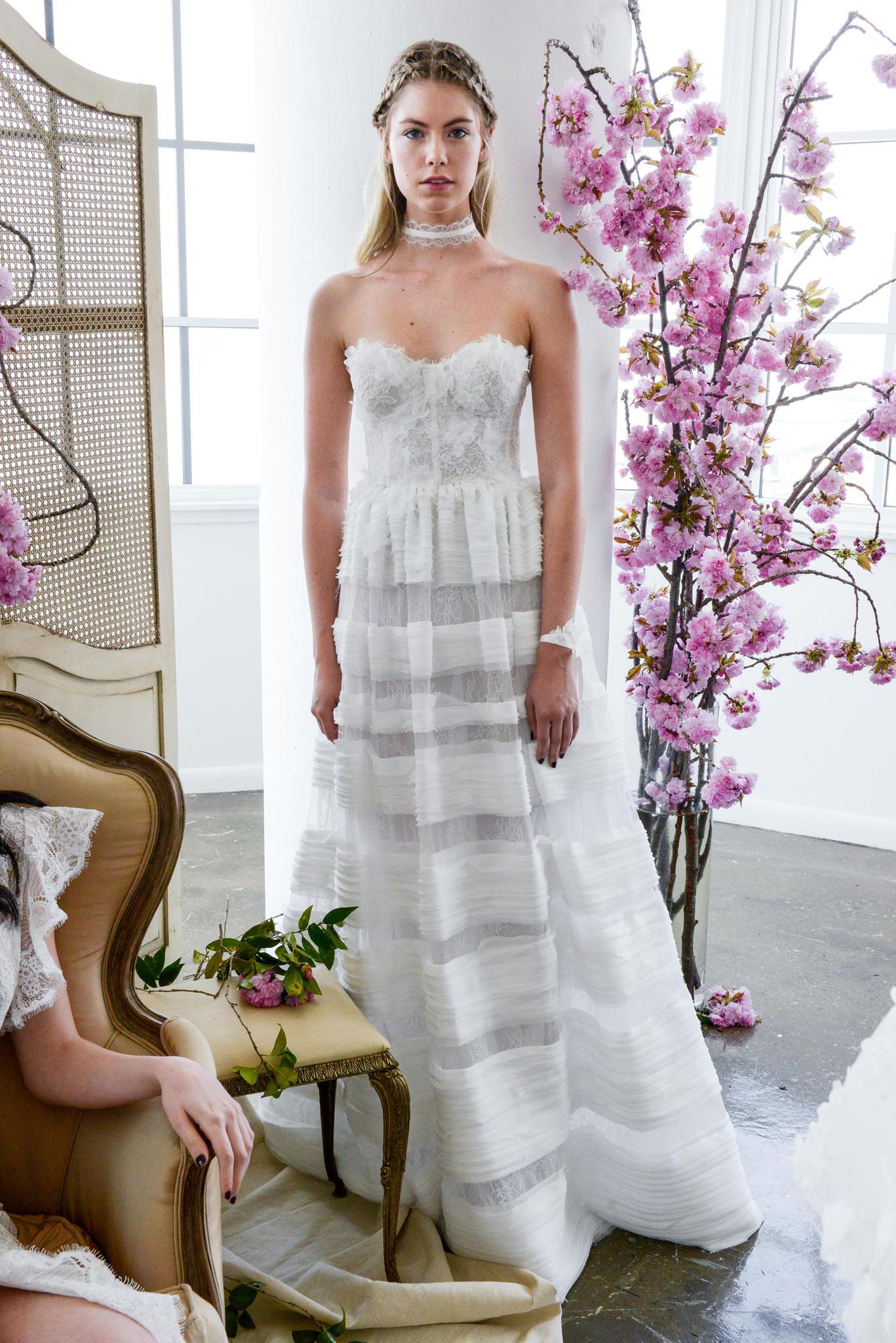 Hochzeitskleid mit transparenten Einsätzen
