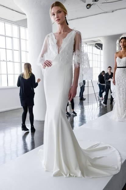Fließendes Hochzeitskleid