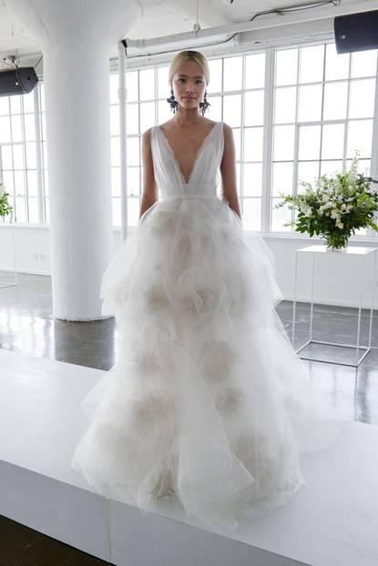 Hochzeitskleid mit vielen Tülllagen