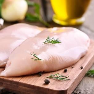 Gesundheitsgefahr: Rohes Geflügel sollte keinesfalls gewaschen werden!