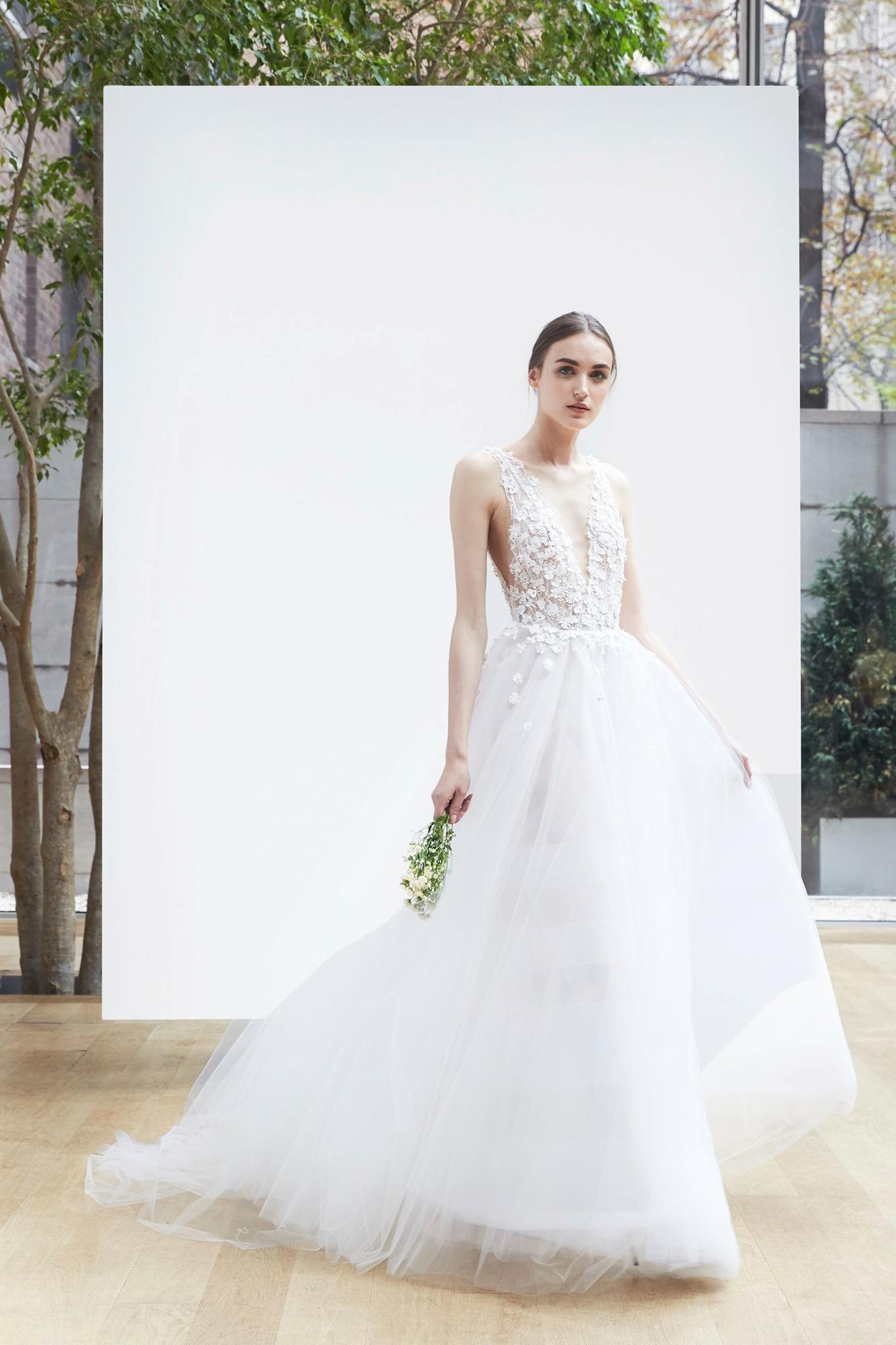 Brautkleider-Trends 2018: Tiefe Ausschnitte & viel Tüll bei Oscar de la Renta