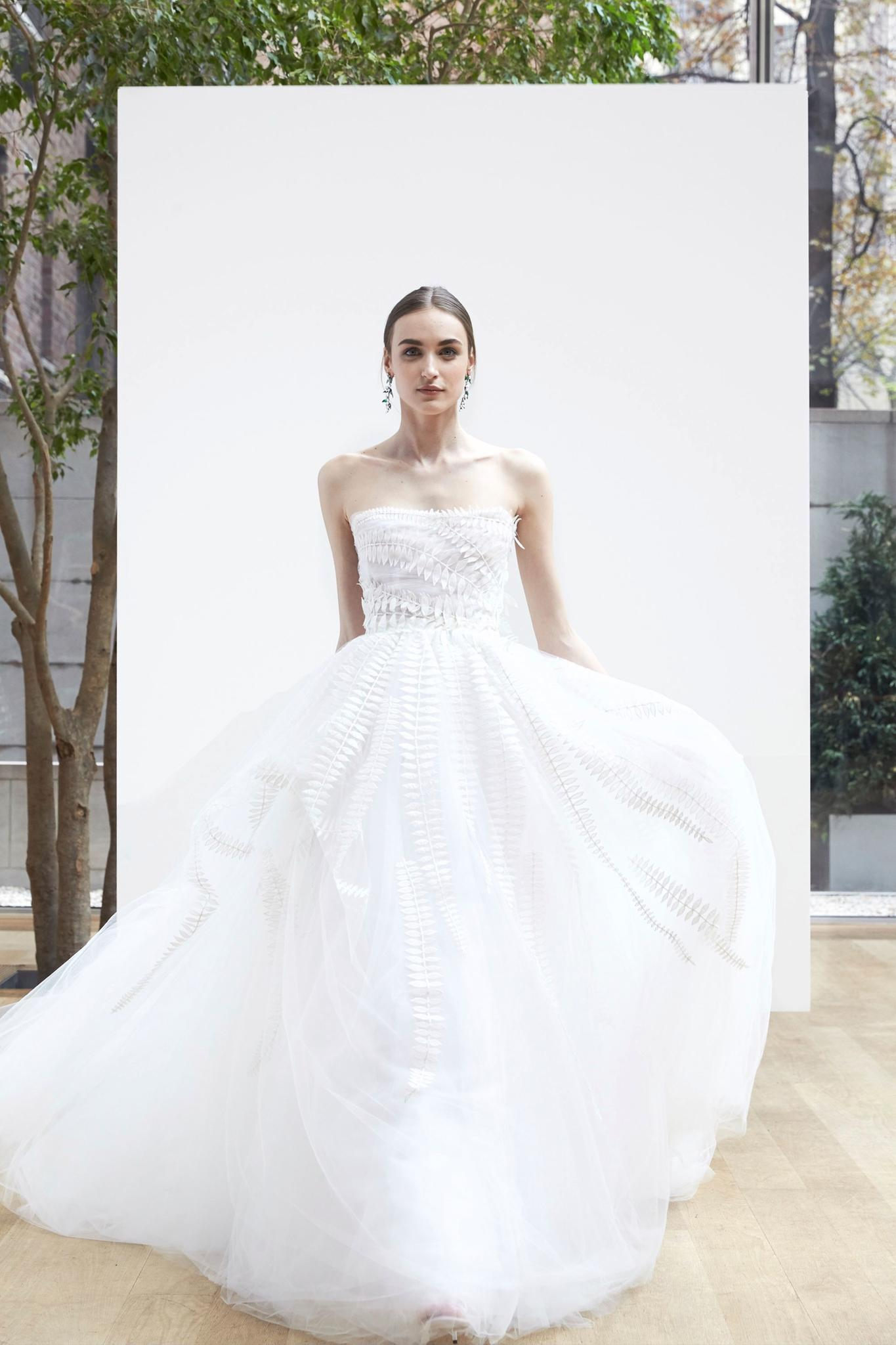 Brautkleider-Trends 2018: 3D-Blumen bei Oscar de la Renta