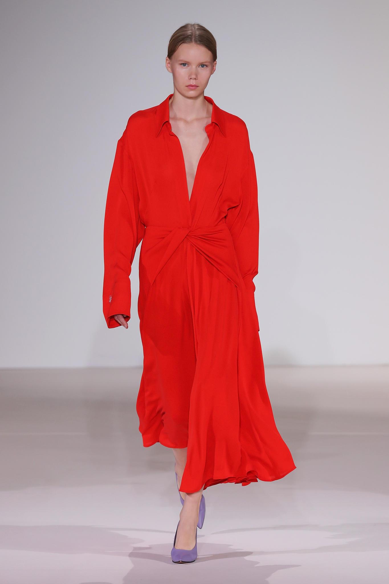 Rotes Kleid bei Victoria Beckham