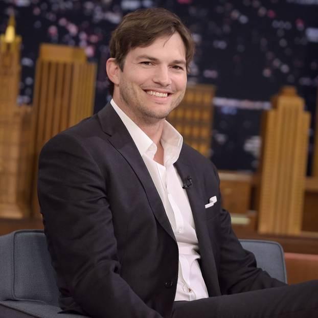 Ashton Kutcher zeigt seinen Sohn - und macht einen Scherz