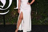 Ashley Graham in einer weißen Abendrobe