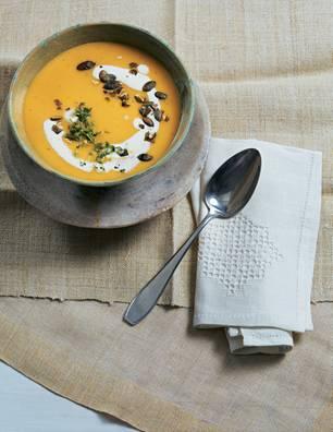 Kürbissuppe mit Butternut und Knollensellerie