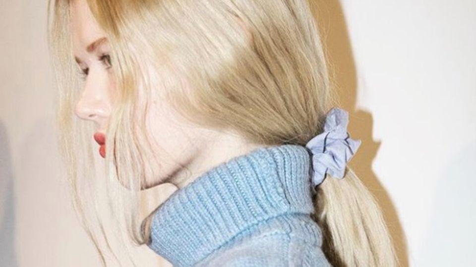 Scrunchie: Wir lieben das Haarband aus den 90ern – und ihr?