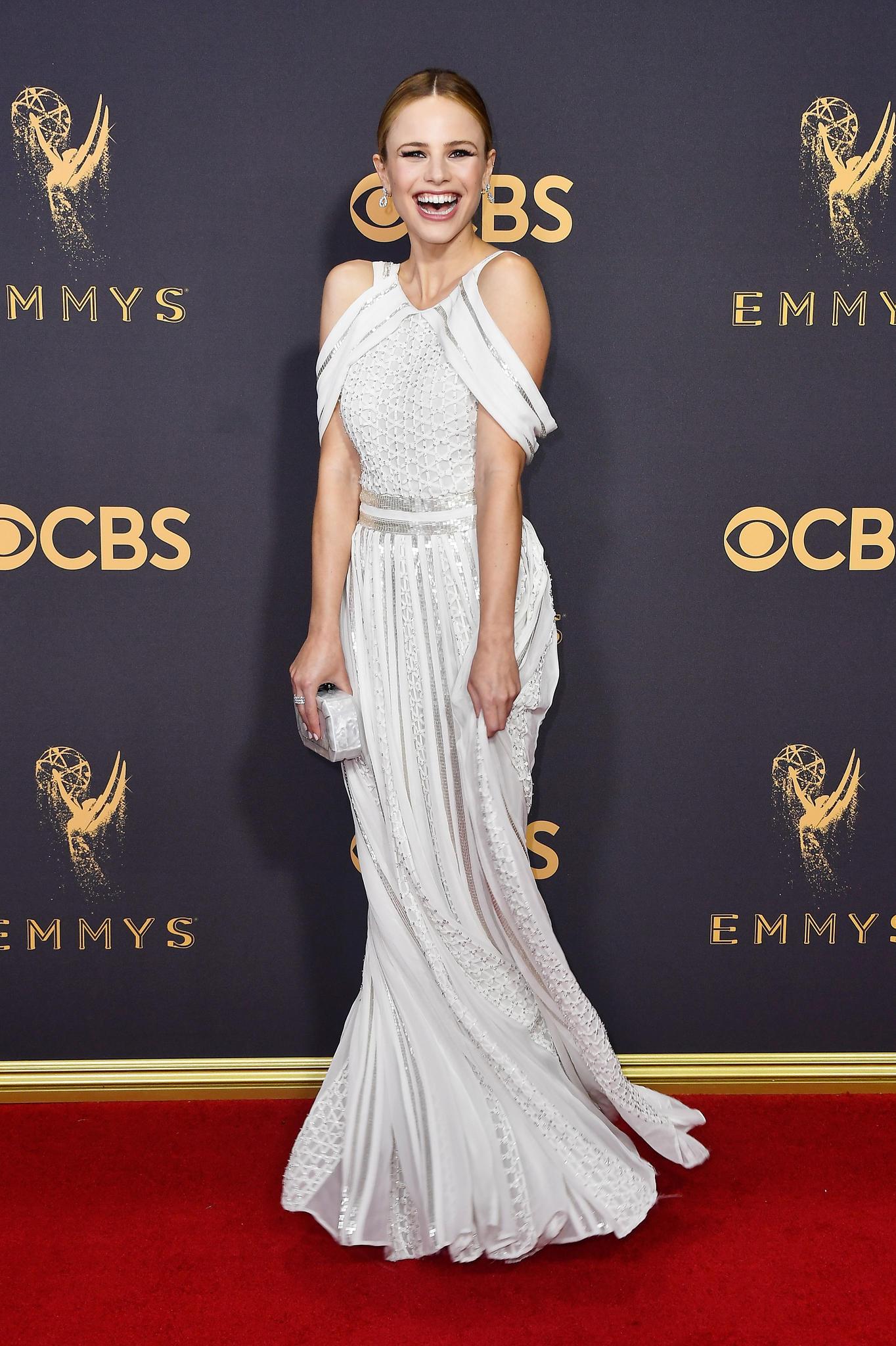 Emmys 2017 mit Halston Sage