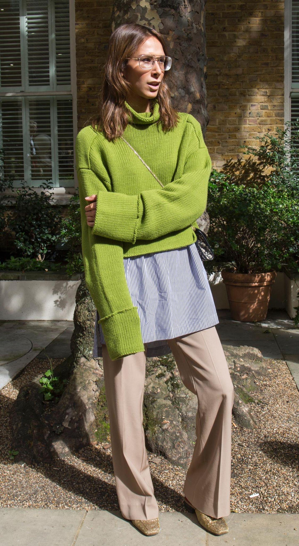 Streetstyle von der London Fashion Week mit grünem Pullover