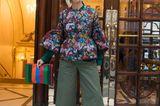 Streetstyle von der London Fashion Week mit Blumenbluse