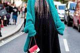 Streetstyle mit Oversized Strickjacke bei der London Fashion Week