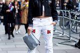 Streetstyle mit Samt-Schuhen bei der London Fashion Week