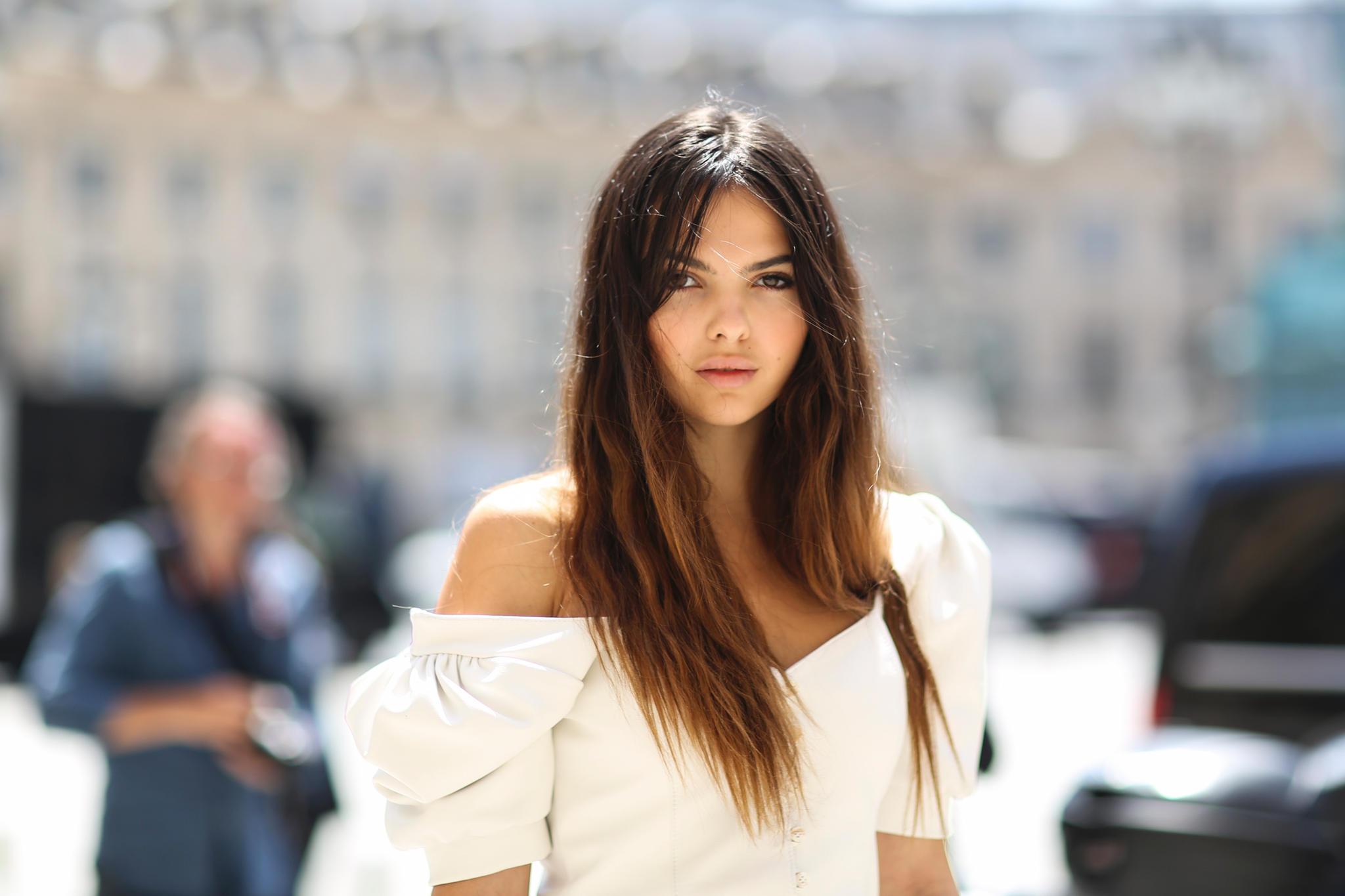 Ombré: Lange Haare mit Mittelscheitel