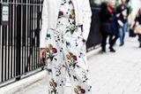 Streetstyle mit Blumen-Overall von der London Fashion Week