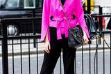 Streetstyle mit pinkem Blazer bei der London Fashion Week