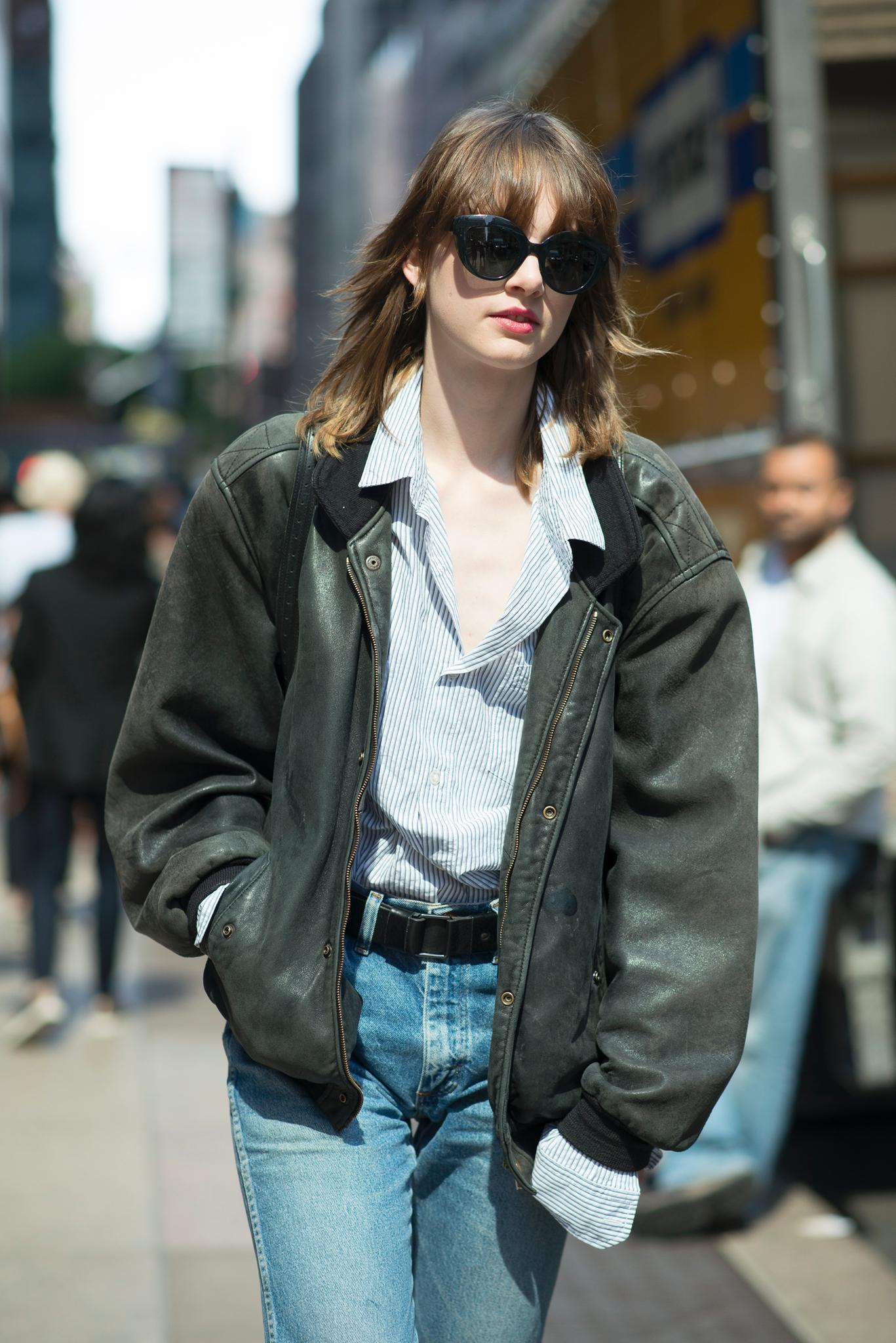 Trendfrisur: Mittellange Haare mit Fransenpony und Stufenschnitt