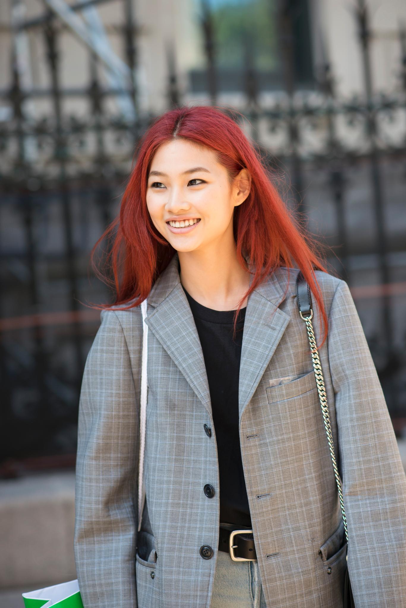Trendfrisuren: Rote Haare mit Mittelscheitel