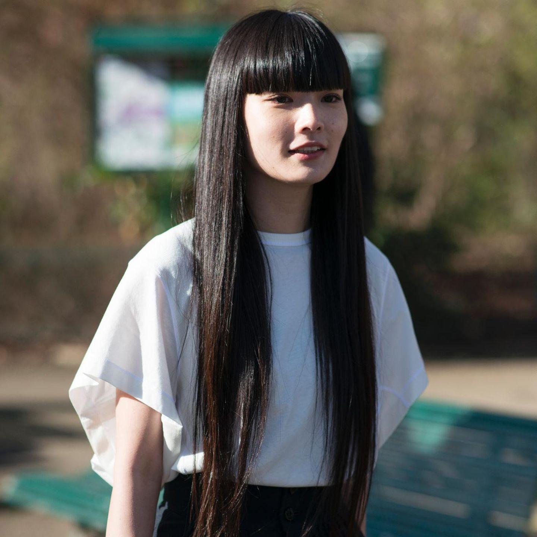Trendfrisuren: Lange Haare mit geradem Pony