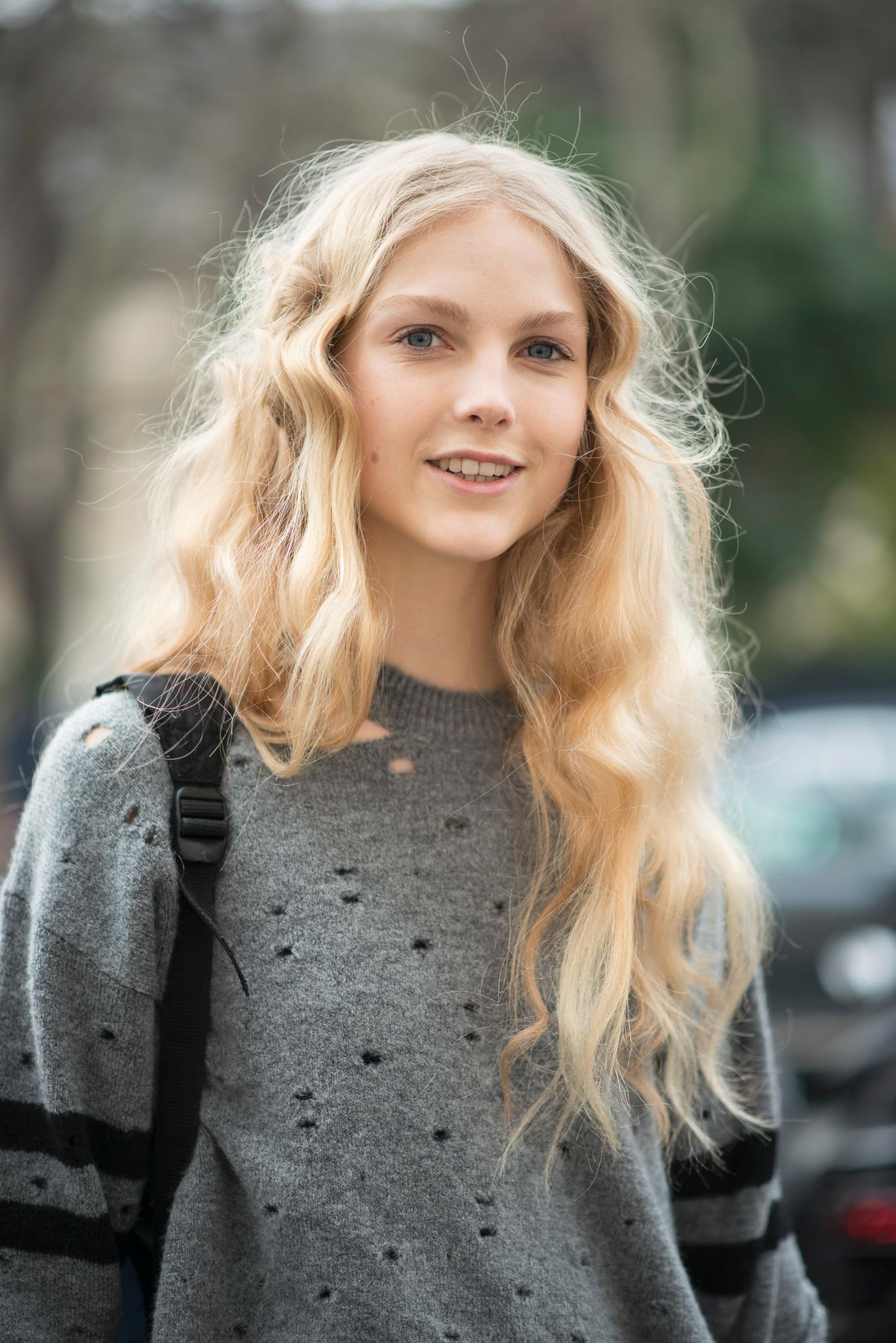mädchen mit blonden haaren