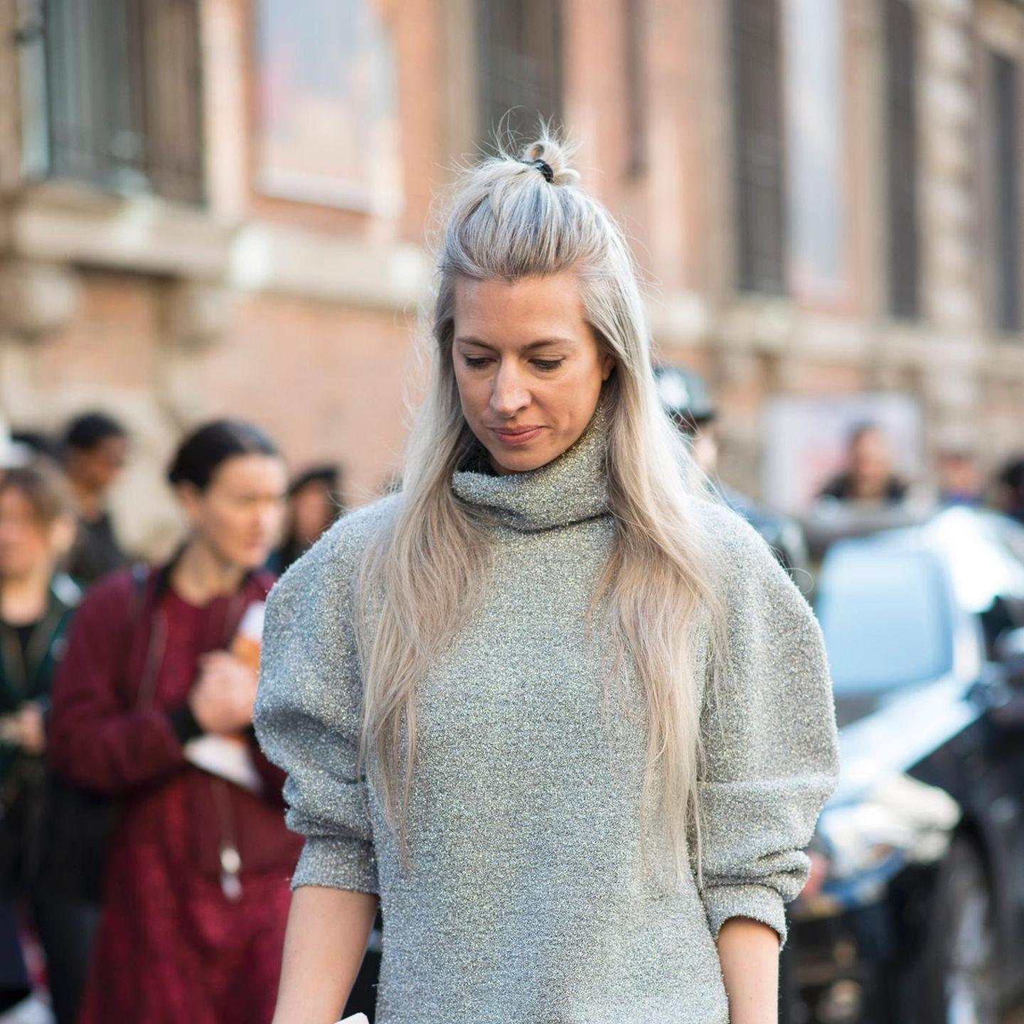Frisurentrend: Lange Haare mit Duttfrisur