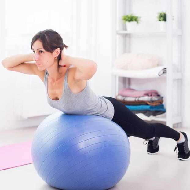 Lieblings Workout: Das Ball-Workout für einen flachen Bauch | BRIGITTE.de #LX_48