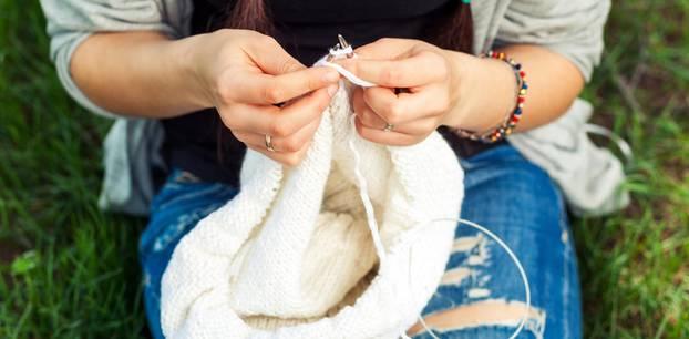 Loop stricken: So gelingt der Schlauchschal