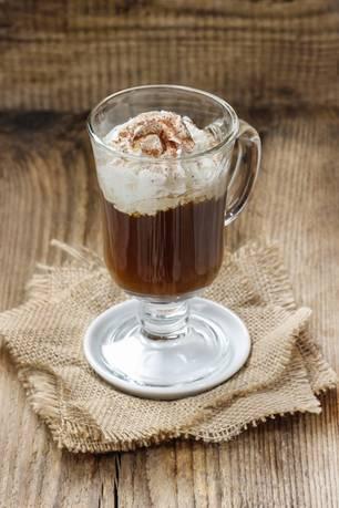 Kaffee-Eierlikör-Drink