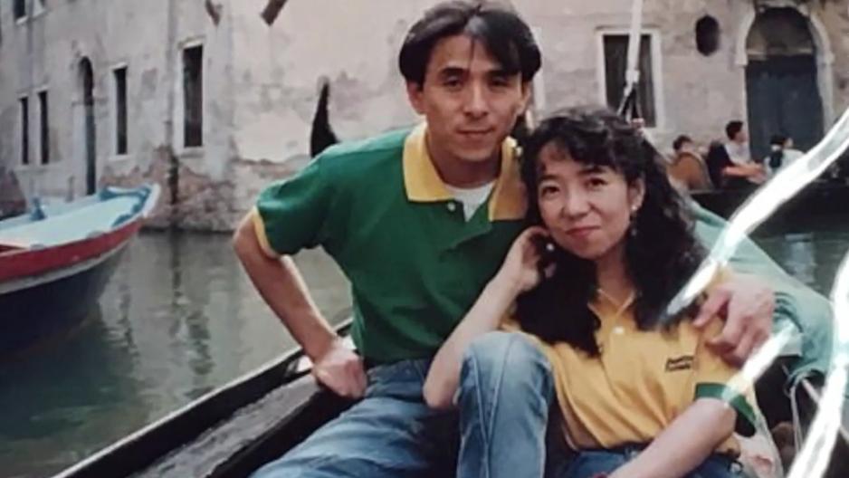 Im Gedenken an tote Frau: Mann trägt seit 20 Jahren das gleiche Hemd