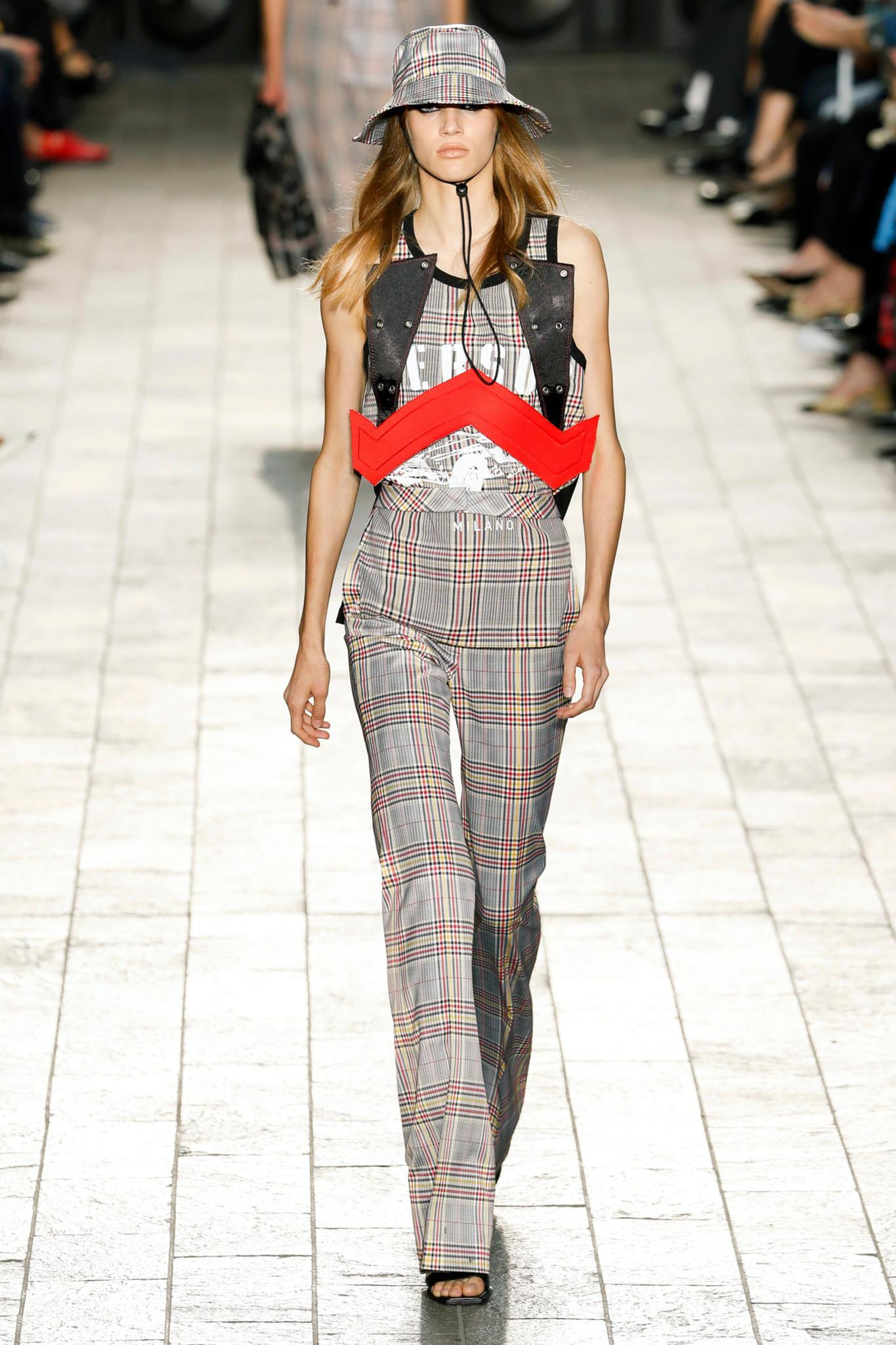 Karomuster auf dem Laufsteg von Versace