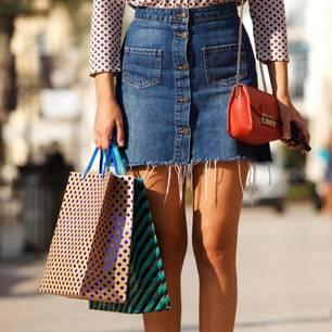So stylt man Jeansröcke bei kalten Temperaturen