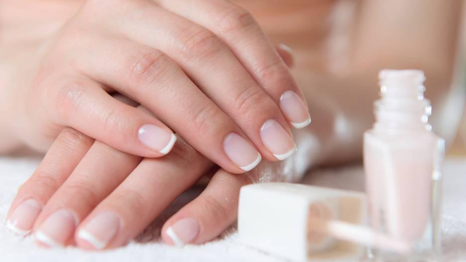 Gut gepflegte French Nails sind die halbe Miete