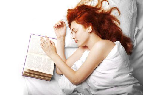 Gute-Nacht-Geschichte für Erwachsene: Frau im Bett