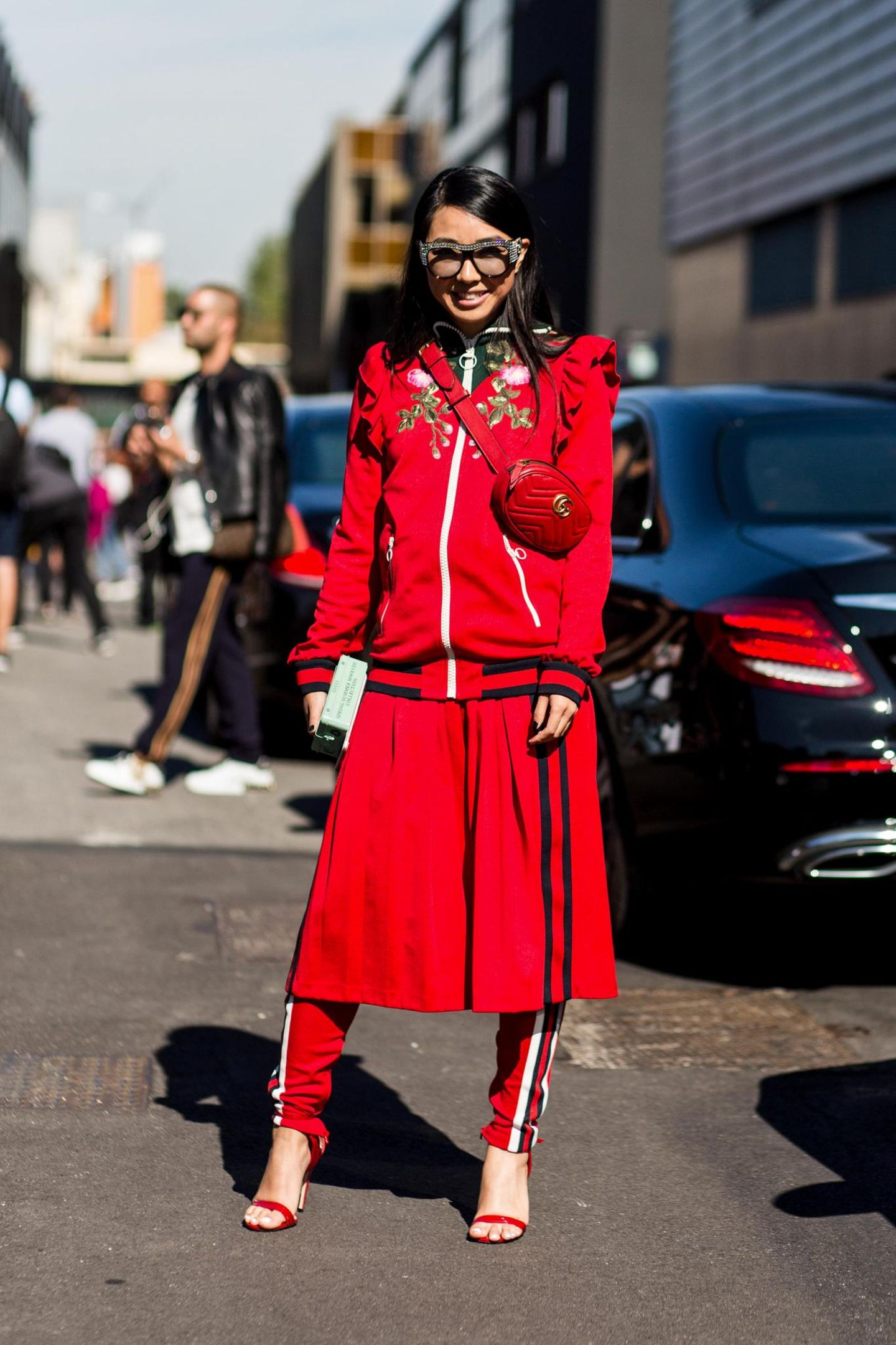 Milan Fashion Week Streetstyle mit rotem Look