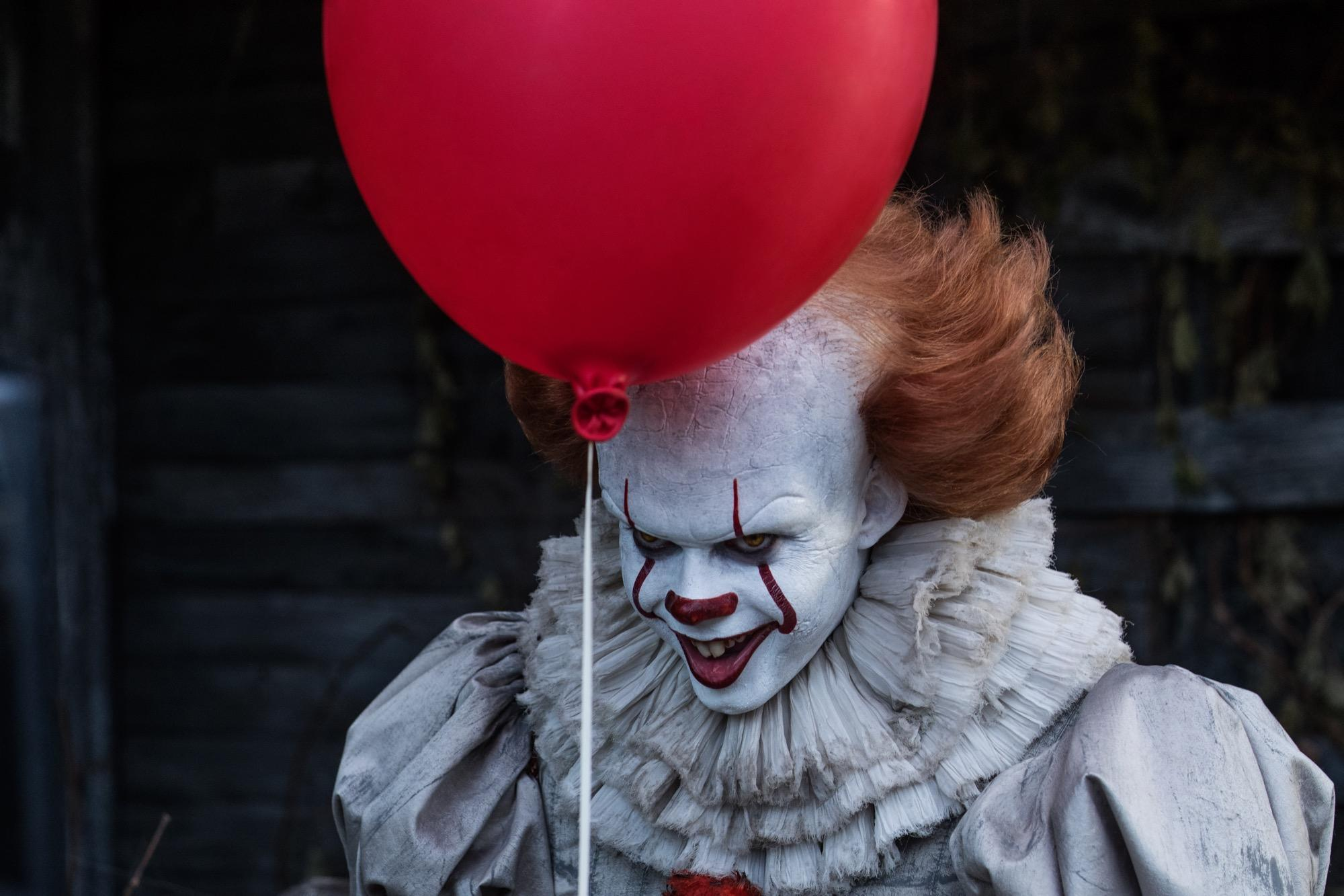 Es Bill Skarsgard Ist Horror Clown Pennywise So Sieht Er Ohne