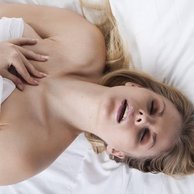 Kunyaza: Frau bekommt Orgasmus