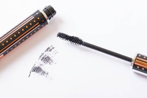 Jünger aussehen mit diesen Make-up-Tricks