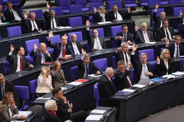 Im neuen Bundestag werden wieder deutlich mehr Männer die Interessen der Bevölkerung vertreten als bisher.