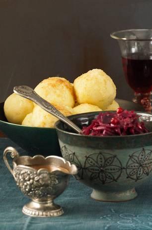 Kartoffelklöße mit Brötchen-Croutôn-Füllung