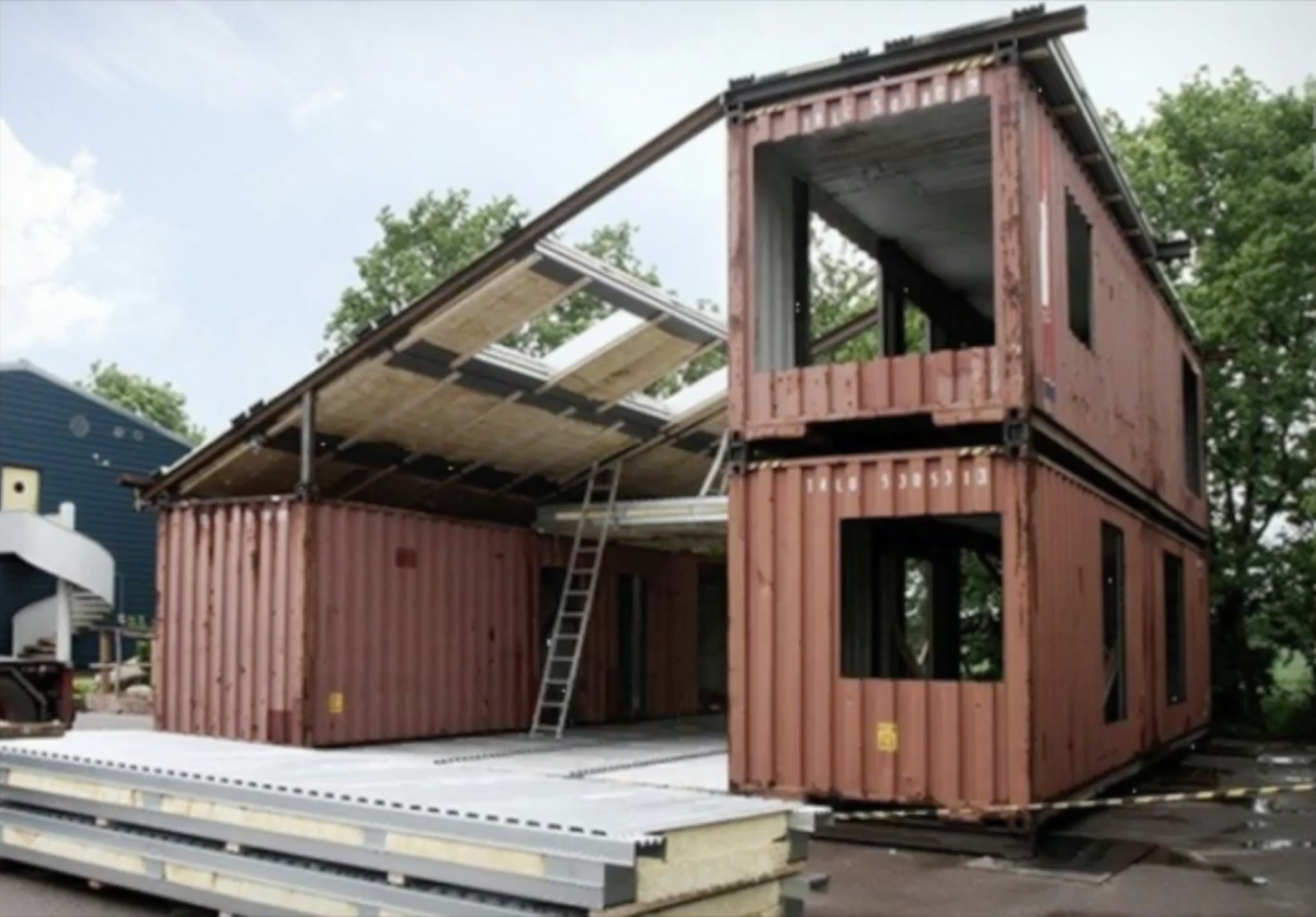 Er Nimmt 3 Alte Container Und Baut Daraus Ein Traumhaus Brigittede