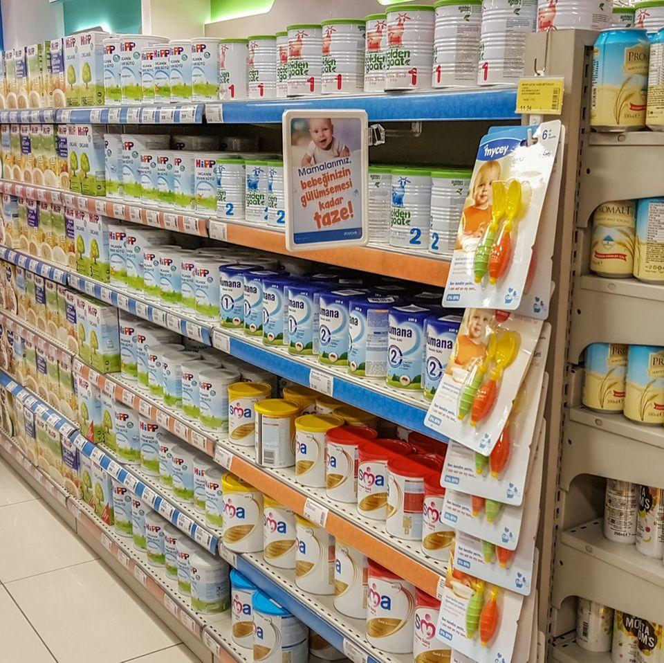 Erpresser vergiftet Babynahrung in Supermärkten - er fordert über 10 Millionen Euro!