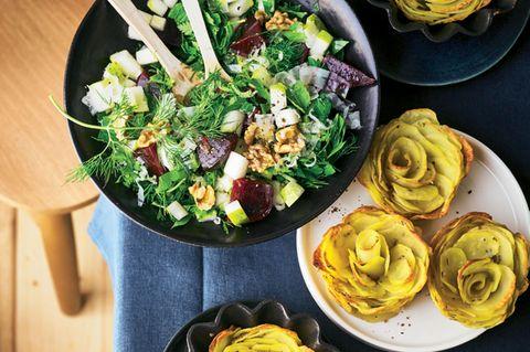 Rosenkartoffel-Muffins mit Kräutersalat