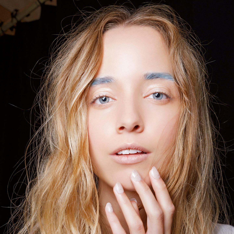 Make-up Trends 2018: Bunte Augenbrauen