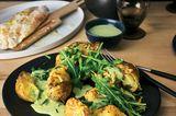 Ofenkartoffel mit Fischfilet und Rauke