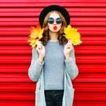 Herbst-Accessoires an Frau
