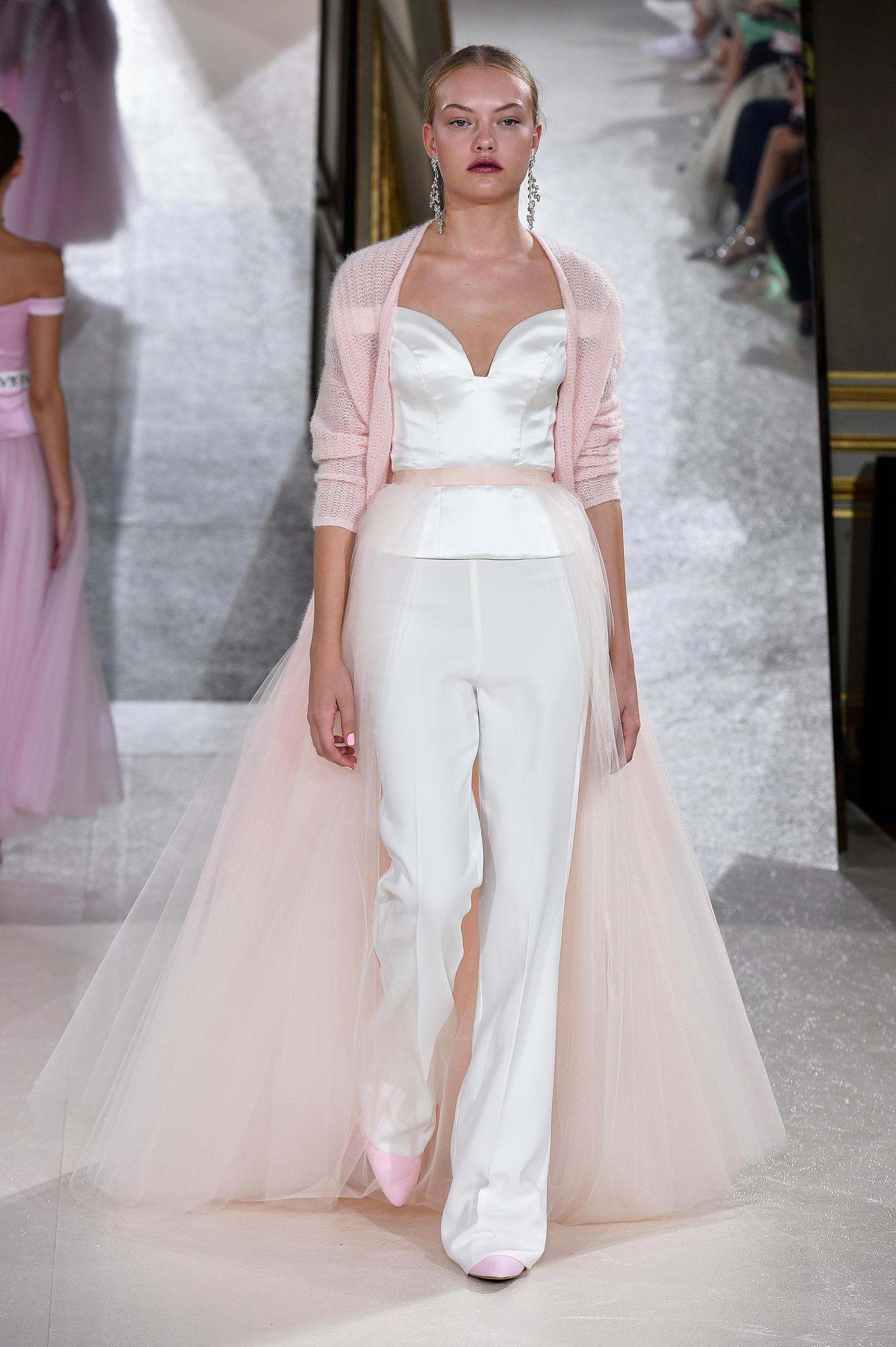 Kaviar Gauche: Die Brautkleider für Frühjahr/Sommer 2018   BRIGITTE.de