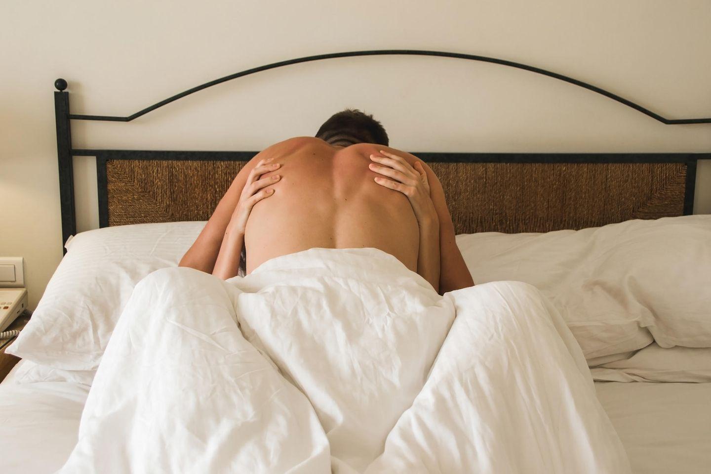 Wie viel Sex ist in meinem Alter normal: Paar im Bett