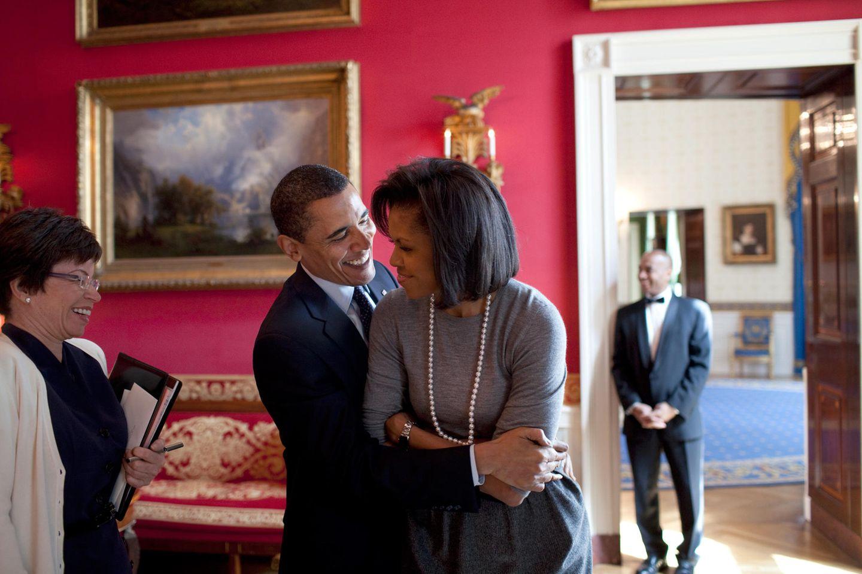 Michelle Obama und Barack Obama zeigen sich auch nach 25 Jahren noch verliebt.